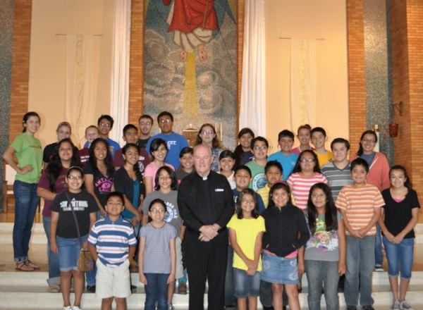 Con ayudantes del Altar, St. John